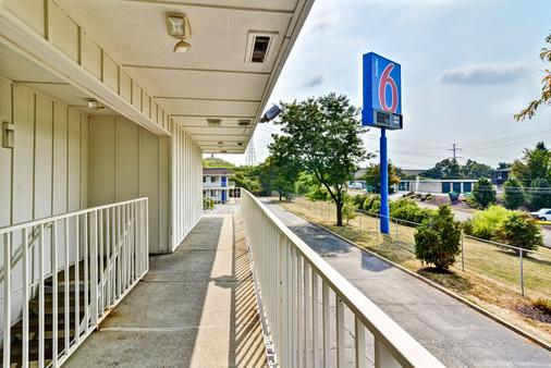 Motel 6 Pittsburgh - Crafton - Pittsburgh - Ban công