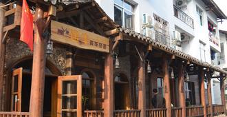 Wulingyuan Tu Youth Hostel - Zhangjiajie - Outdoors view