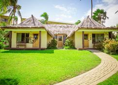 Outrigger Fiji Beach Resort - Sigatoka - Building