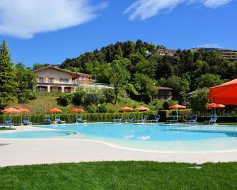 Hotel Pineta Campi - Pieve di Tremosine - Piscina