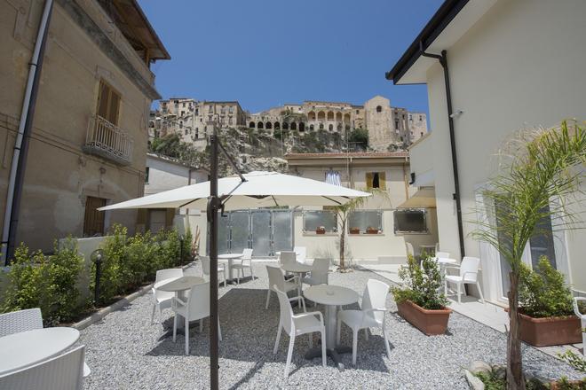 Residenza Porta Romana - Tropea - Patio