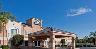 Days Inn by Wyndham Lathrop - Lathrop
