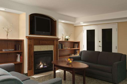 Travelodge by Wyndham Ottawa West - Ottawa - Sala de estar