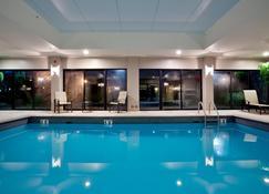 Holiday Inn Express & Suites Newport News - Newport News - Pool