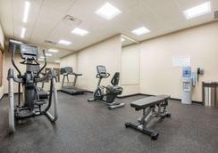 Hawthorn Suites by Wyndham Bridgeport/Clarksburg - Bridgeport - Gym