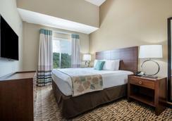 Hawthorn Suites by Wyndham Bridgeport/Clarksburg - Bridgeport - Bedroom