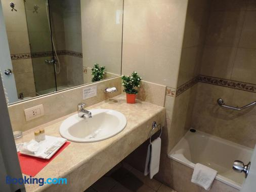 King David Flat Hotel - Cordoba - Bathroom