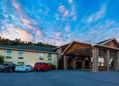 SureStay Plus Hotel by Best Western Berkeley Springs - Berkeley Springs - Building