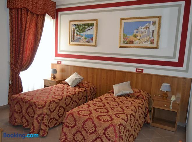 Hotel Facioni - Pomezia - Bedroom