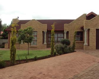 Lentha's Lodge - Bloemfontein - Building
