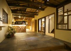 Onsen Guesthouse Hakone Tent - Hakone - Front desk