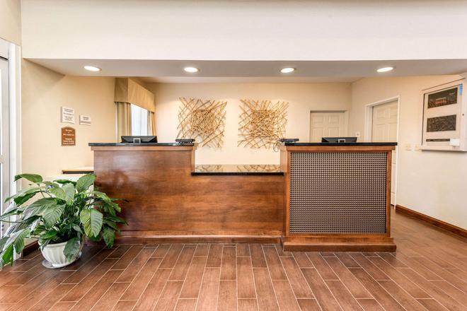 Quality Inn & Suites University - Fort Collins - Lễ tân