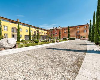 Hotel Villa Malaspina - Castel d'Azzano - Building