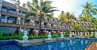 卡隆超越度假酒店 - 卡隆 - 游泳池