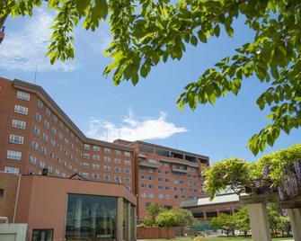 Toyako Manseikaku Hotel Lakeside Terrace - Toyako - Building