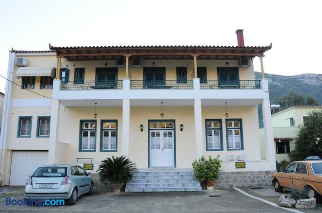 Costa-Rini Hotel - Leonídio - Building