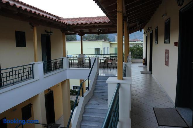 Costa-Rini Hotel - Leonídio - Balcony
