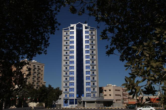 Roomi Suites Hotel - Kuwait City - Building