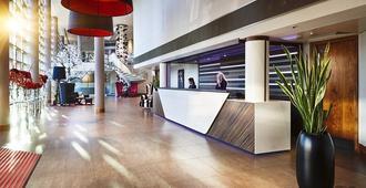 Clayton Hotel Birmingham - Birmingham - Front desk
