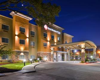 Best Western PLUS Lake Jackson Inn & Suites - Lake Jackson - Building