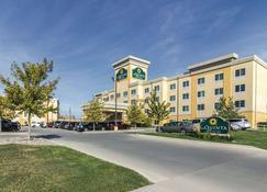 La Quinta Inn & Suites by Wyndham Fargo-Medical Center - Fargo - Building
