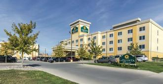 La Quinta Inn & Suites by Wyndham Fargo-Medical Center - Fargo - Rakennus