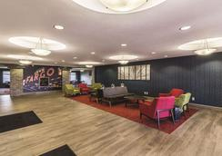 La Quinta Inn & Suites by Wyndham Fargo-Medical Center - Fargo - Lounge