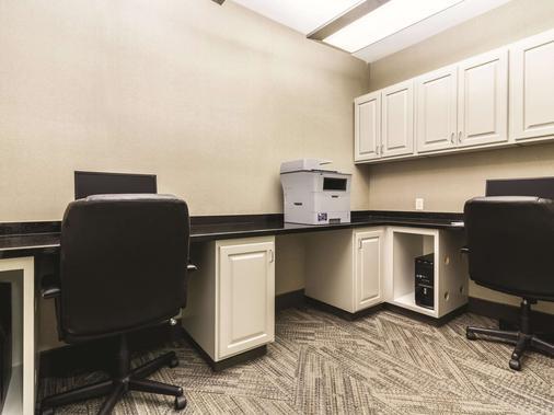 La Quinta Inn & Suites by Wyndham Fargo-Medical Center - Fargo - Liikekeskus