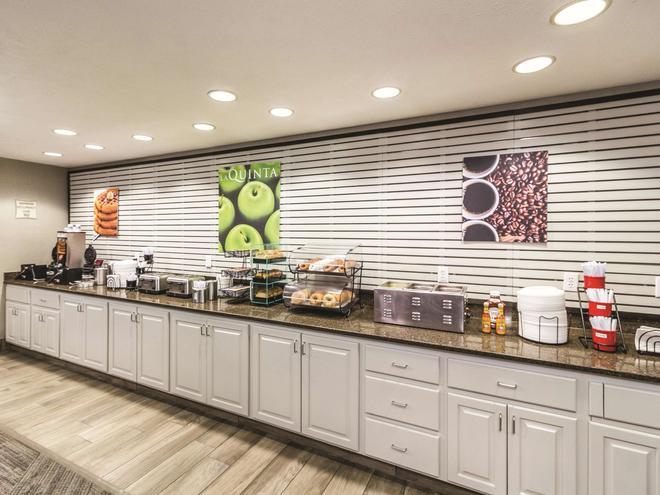 La Quinta Inn & Suites by Wyndham Fargo-Medical Center - Fargo - Buffet