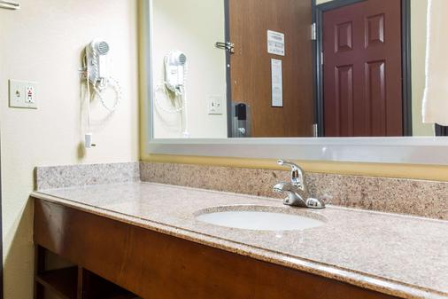 Comfort Inn - Columbia - Bathroom