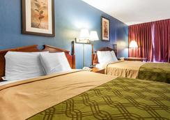 Econo Lodge - Cleveland - Bedroom