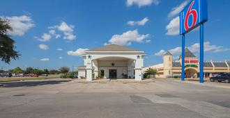 Motel 6 Dallas - Irving Dfw Airport South - Irving - Building