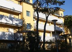 丁托雷托住宅飯店 - 利尼亞諾薩比亞多羅 - 建築