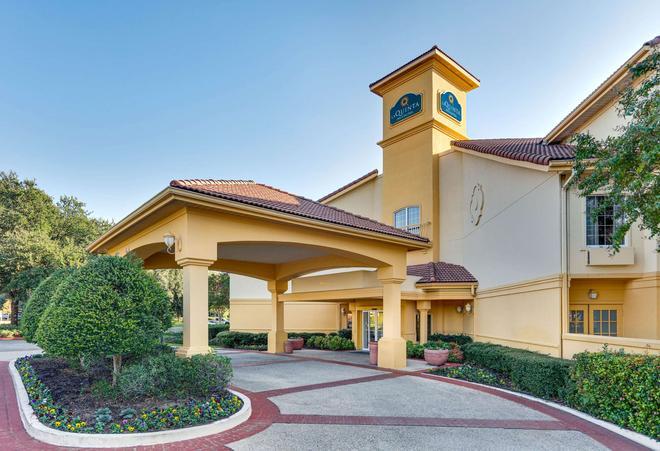 La Quinta Inn & Suites by Wyndham Dallas - Addison Galleria - Addison - Gebäude