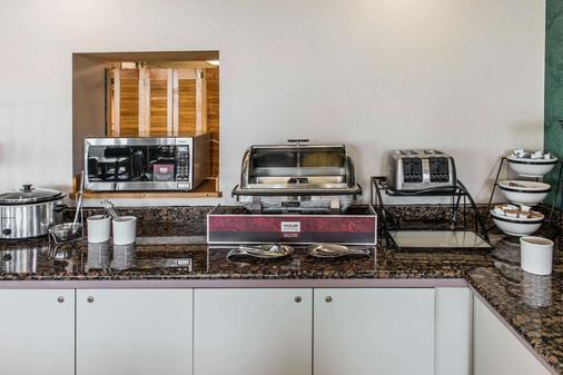 Quality Inn Waynesburg - Waynesburg - Buffet