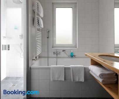 Hotel Laudinella - St. Moritz - Bathroom