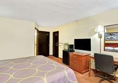 Super 8 by Wyndham Shawnee - Shawnee - Bedroom