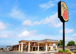 Super 8 by Wyndham Shawnee - Shawnee - Building