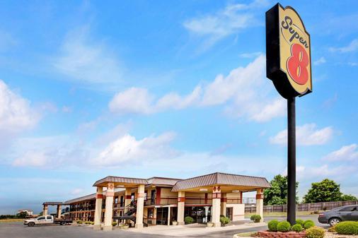 Super 8 by Wyndham Shawnee - Shawnee - Building