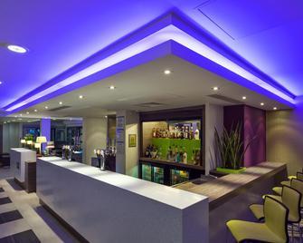 Holiday Inn Express Harlow - Харлоу - Бар