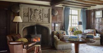 Harlington Manor - Flitwick - Living room