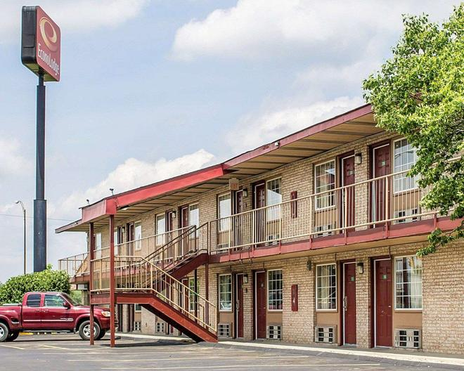 Econo Lodge - Columbus - Building