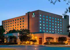 Embassy Suites by Hilton Raleigh-Durham-Research Triangle - Cary - Gebäude