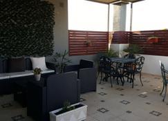 Almancil Hostel - Almancil - Patio