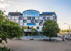 Park Inn by Radisson Danube Bratislava - Bratislava - Building