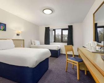 Days Inn by Wyndham Bridgend Cardiff M4 - Bridgend - Bedroom