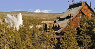 Old Faithful Inn - Inside the Park - West Yellowstone - Outdoors view