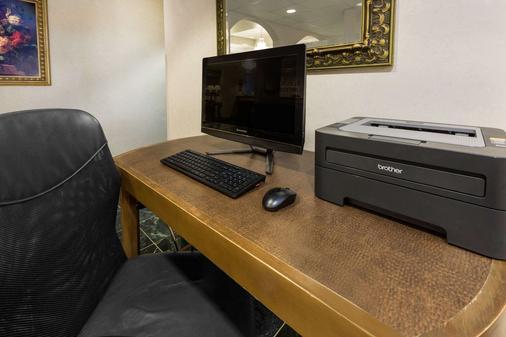 Ramada Limited Little Rock - Little Rock - Business center