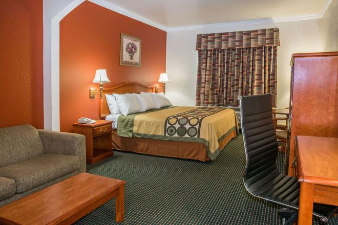 Super 8 by Wyndham Brookshire TX - Brookshire - Bedroom
