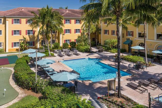 Hawthorn Suites by Wyndham Naples - Naples - Uima-allas